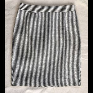 J. Crew The Pencil Skirt - gray seersucker - Sz 4